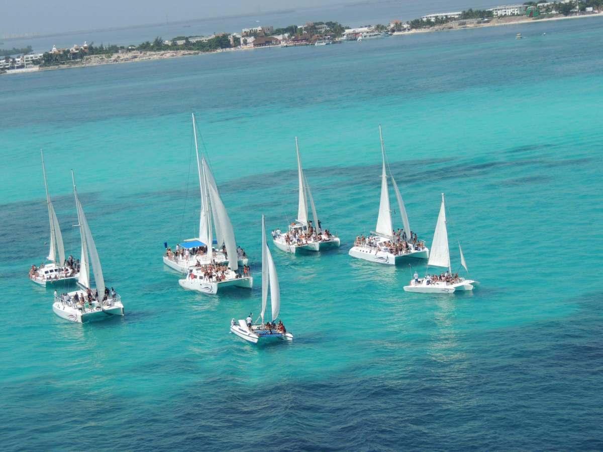 catamaran-isla-mujeres02