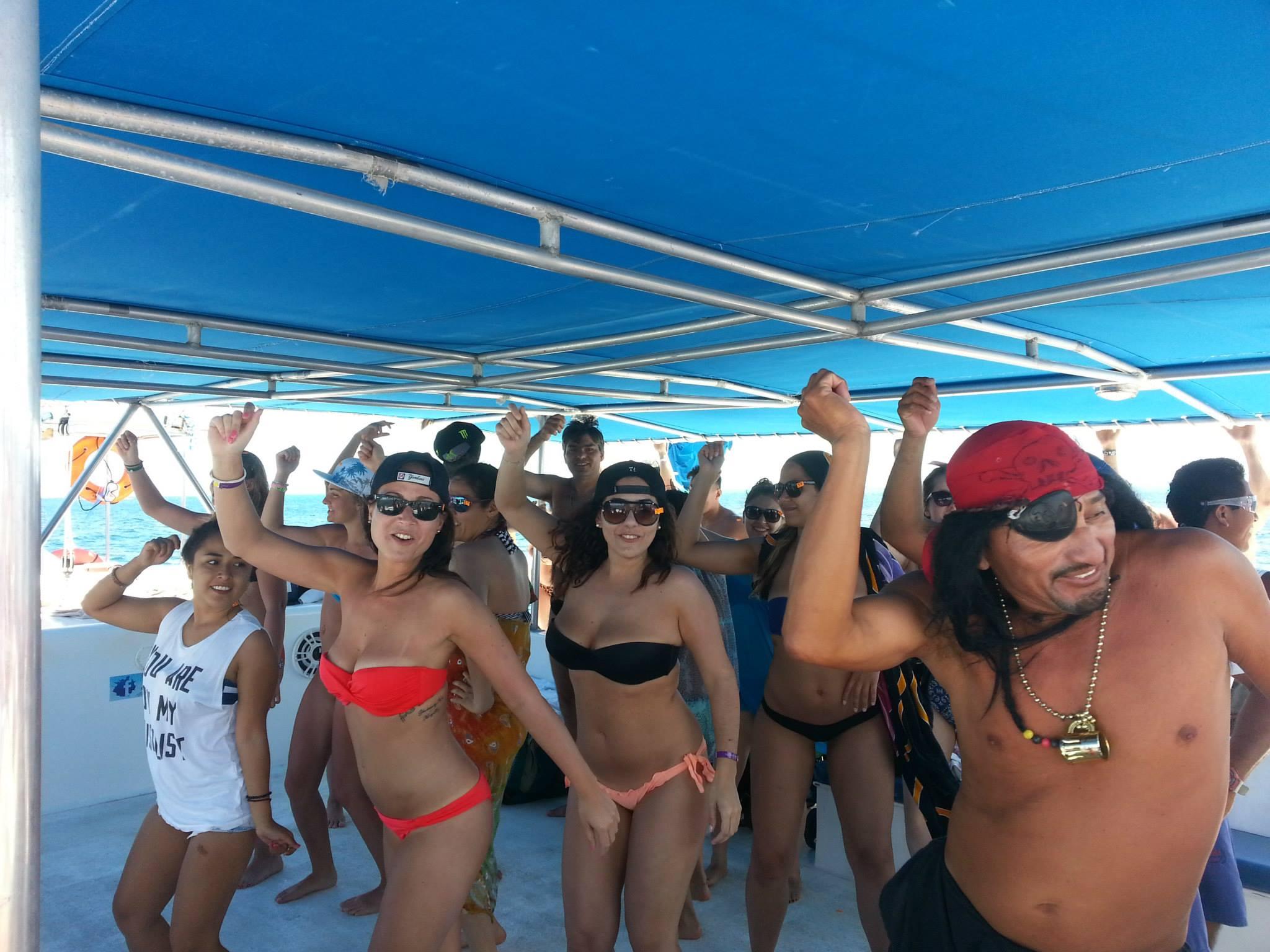 catamaran-isla-mujeres04
