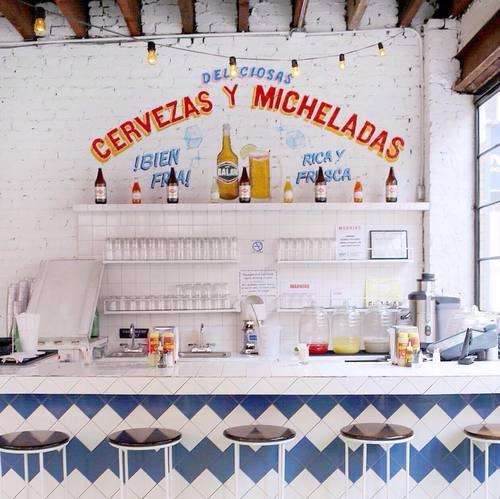 bar con cervezas mexicanas