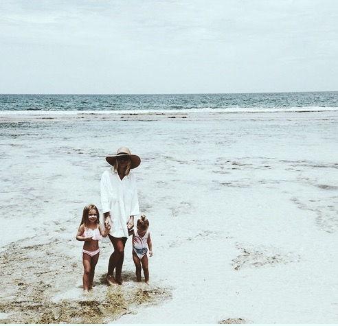 juega en la playa de la riviera maya con los niños