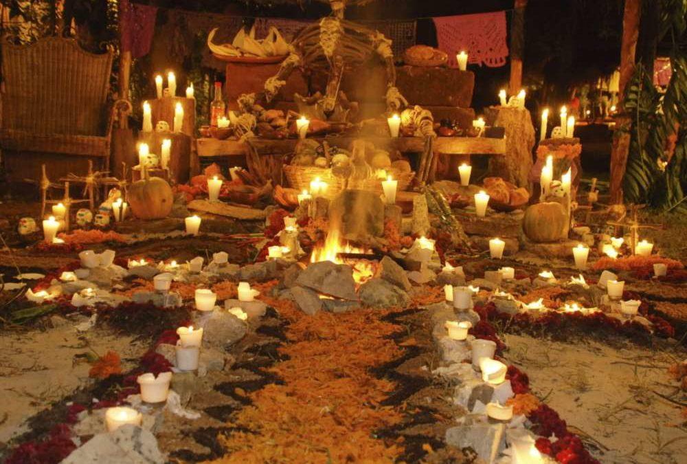 Decoración de un altar para muertos en México