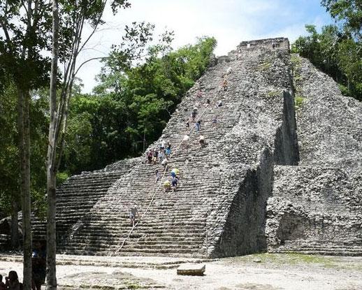 Piramides de la zona de Cobá en México