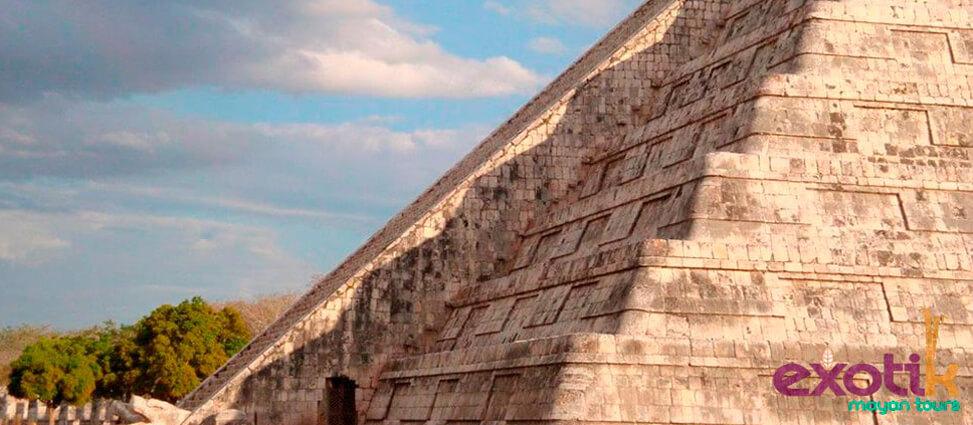 Entre la amplia oferta de actividades en Riviera Maya encontramos aquellas más culturales destinadas a dar a conocer uno de los tesoros más preciados de esta zona